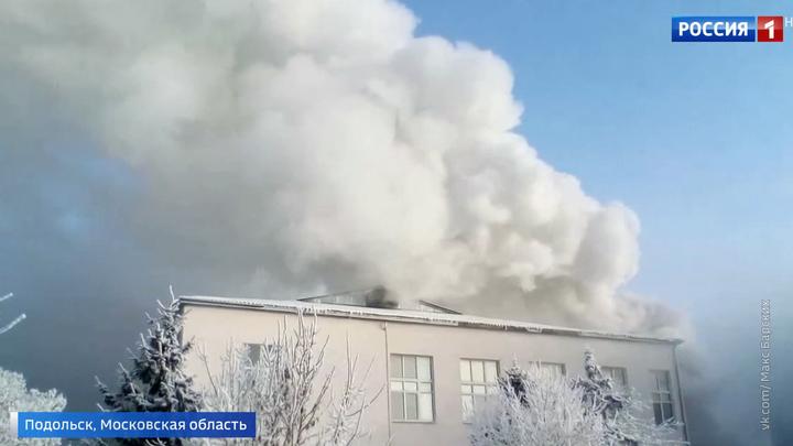 В подмосковном Подольске горит аптечный склад