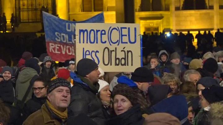 В Венгрии не стихают протесты против действий кабмина