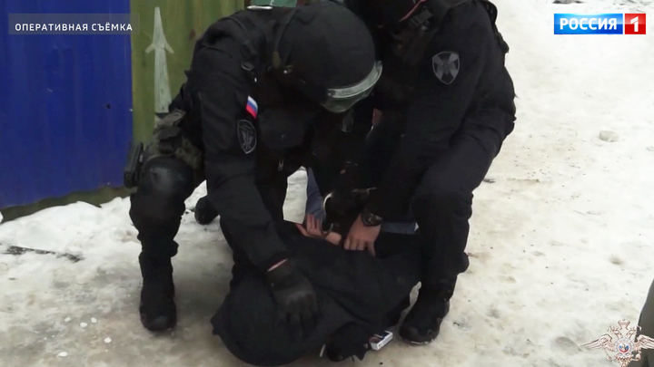 Участников банды хакеров задержали сразу в трех регионах страны