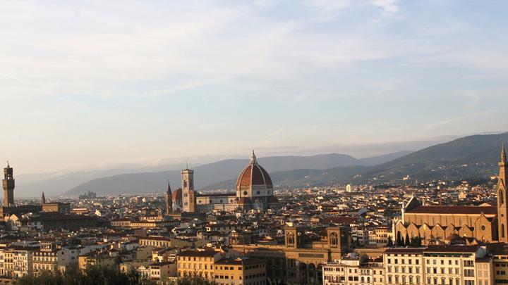 Флоренция с площади Микеланджело. Отсюда, самые знаменитые виды столицы Тосканы.   В центре собор Санта Мария дель Фьоре. Фото Леонида Варебруса