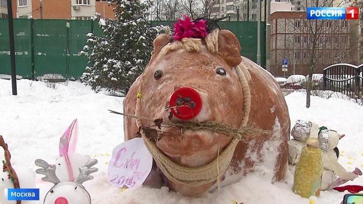 Снежные бабы и поросята: москвичи соревнуются в конкурсе снеговиков