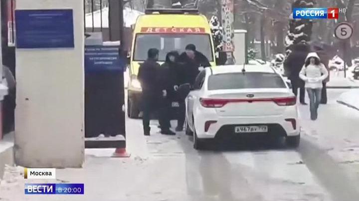 С кулаками на врачей: в Москве и Петербурге произошли нападения на бригады скорой помощи