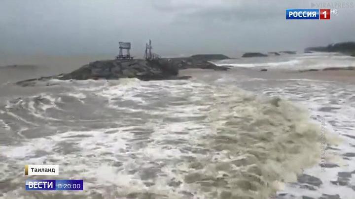 Над Таиландом бушует сильнейший за полвека тайфун