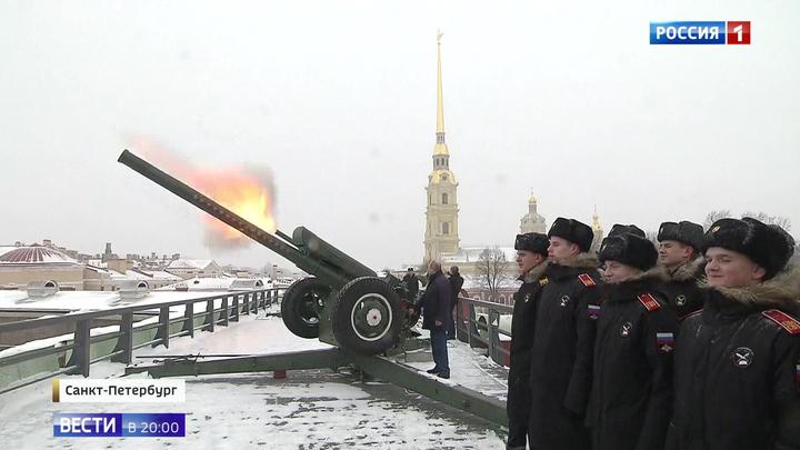 Путин выстрелил из Д-30 и посетил усыпальницу Романовых