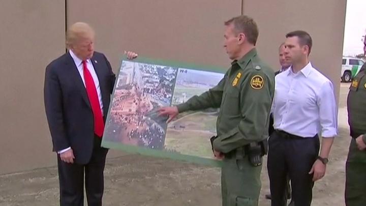 Трамп обещает, что стена быстро окупится, но демократы не сдаются