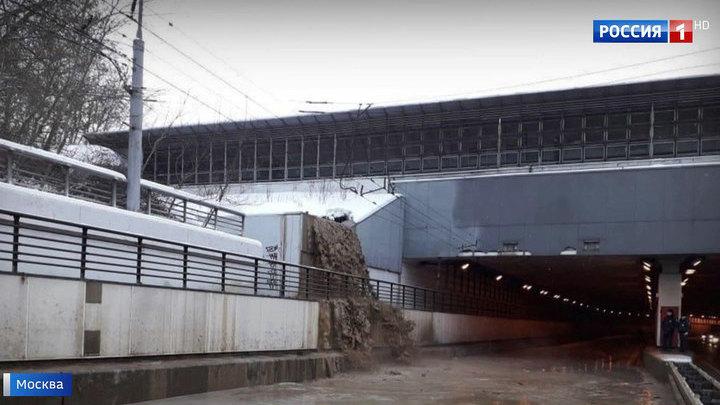 В тоннеле на Волоколамском шоссе закрыто движение из-за затопления