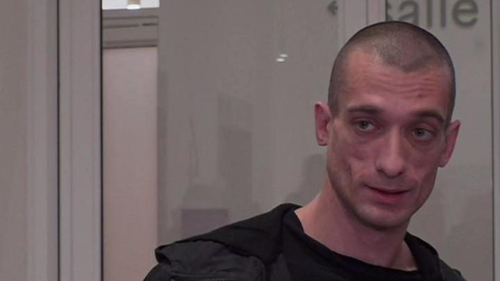 Художнику-акционисту Павленскому дали 3 года тюрьмы за поджог банка в Париже