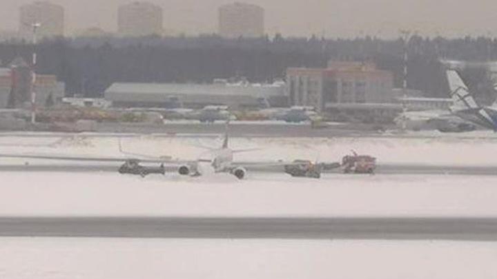 В том, что самолет не удержался на ВПП Шереметьева, виноват экипаж или уборщики
