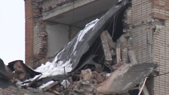 Взрыв в Шахтах: под завалами могут оставаться пенсионерка и семья из трех человек