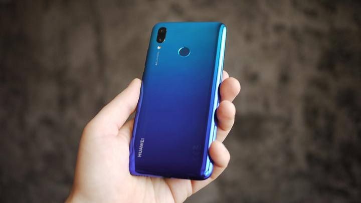 Обзор <b>смартфона Huawei P smart</b> 2019: бюджетник на все руки