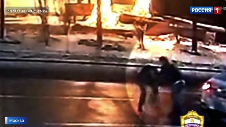 Избила водителя и угнала такси: буйную пассажирку взяли под стражу