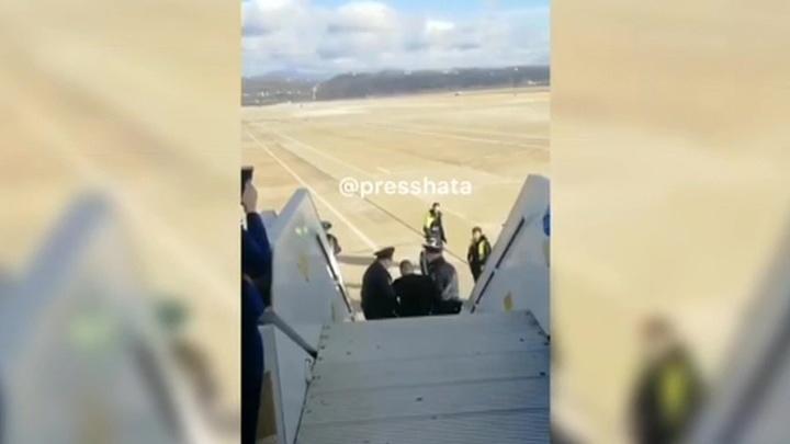На авиадебошира, избившего стюардессу, завели дело