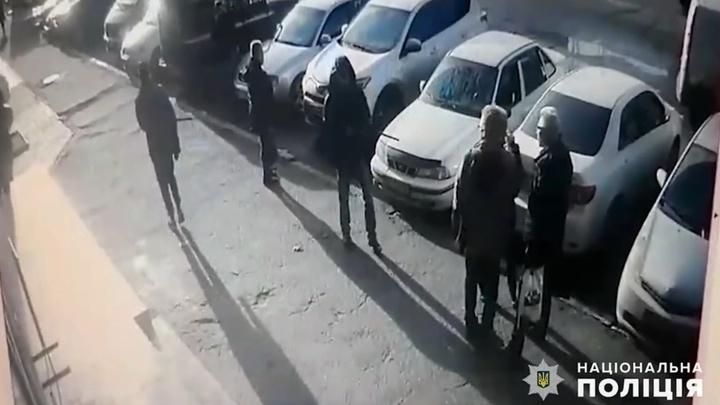 Должник расстрелял супругов возле здания суда в Николаеве