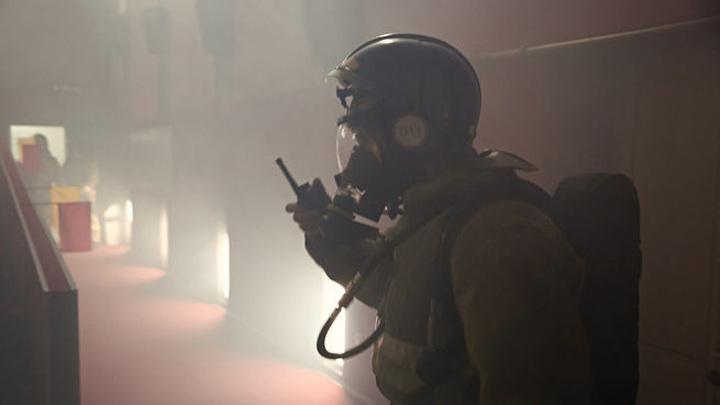 Остановлено распространение огня на крыше ангаров в Волгограде