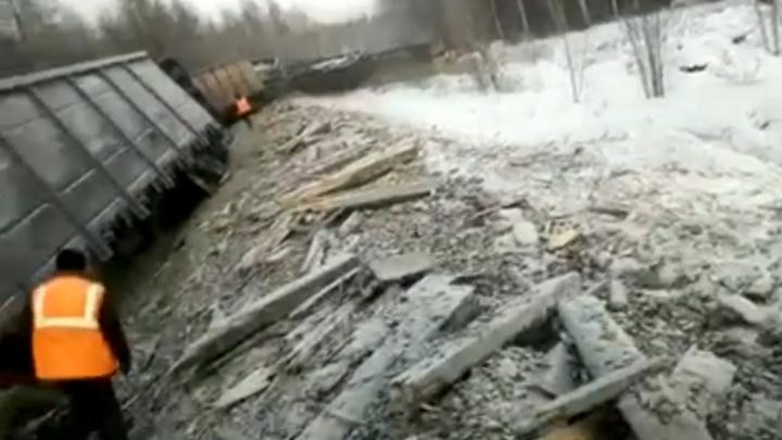 """""""200 метров путей как сбрило"""": появилось видео с места крушения товарного поезда на БАМе"""