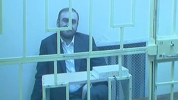 Сенатор Арашуков вспомнил русский язык, но в суде это ему не помогло