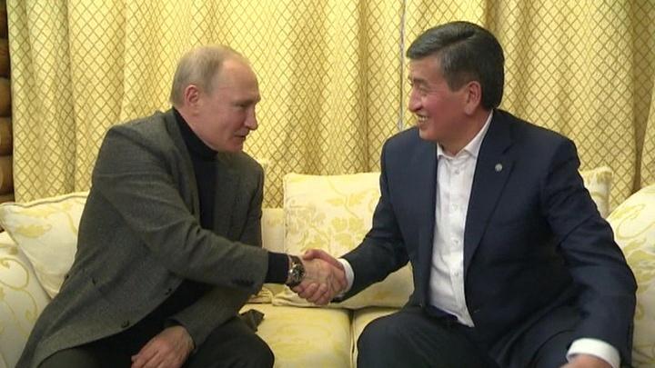 Подготовка к визиту в Бишкек: Путин и Жээнбеков неформально пообщались в Сочи