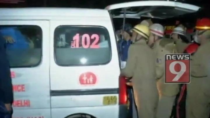 Число погибших при пожаре в столице Индии возросло почти в двое