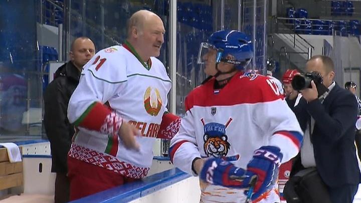 Президенты России и Белоруссии сыграли в хоккей за одну команду
