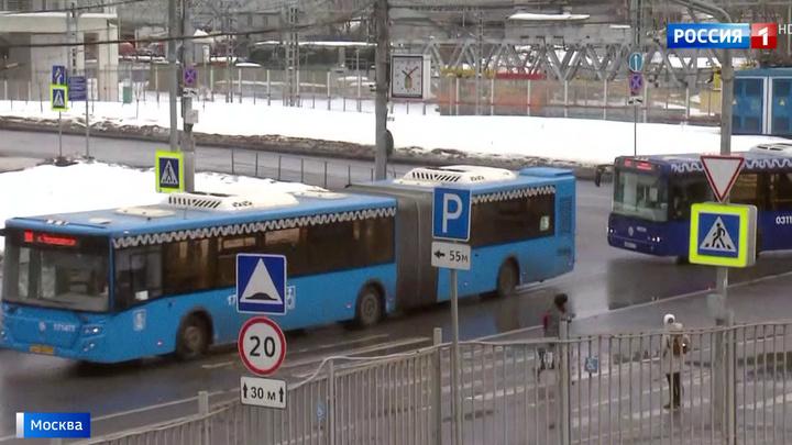 """Пассажиров красной ветки высаживают на """"Комсомольской"""": дальше поезда не идут"""
