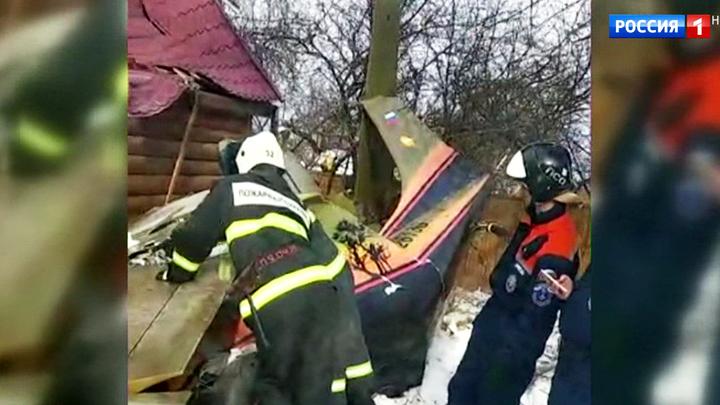 """Падение """"Охотника"""" в Подмосковье: пилот и пассажир самолета погибли на месте"""