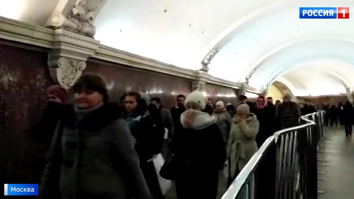 Сексуальные пассажирки в метро