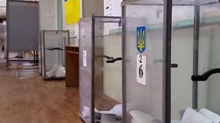 Порошенко нервничает: избиратели грозят то импичментом, то тюрьмой