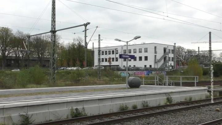 В Германии ураган остановил поезда и забросал автобаны деревьями
