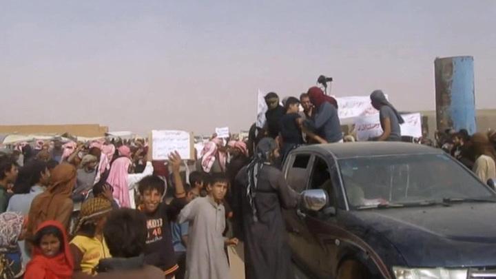 """Проамериканские боевики в Сирии мешают беженцам покинуть лагерь """"Эр-Рукбан"""""""