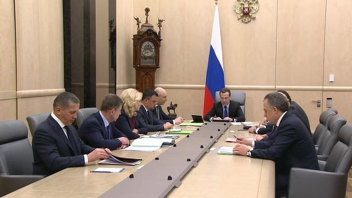 Медведев и Козак обсудили возврат России на международный рынок экспортеров полимеров