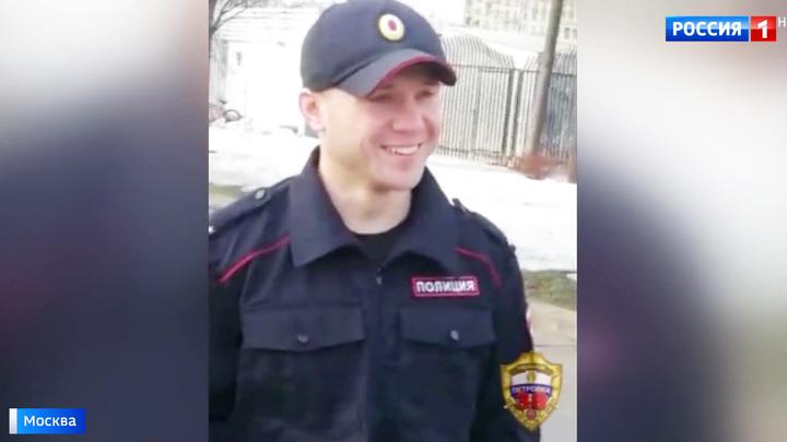 В Парке Горького приставал к прохожим блогер в форме сотрудника полиции