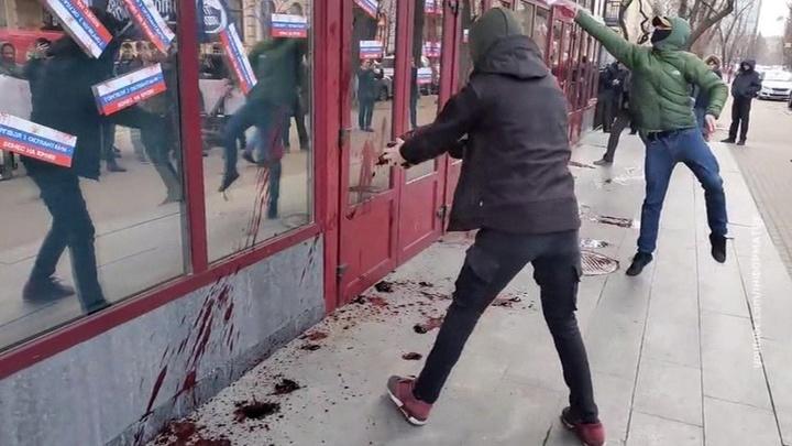 В Киеве украинские националисты провели очередной митинг против Петра Порошенко