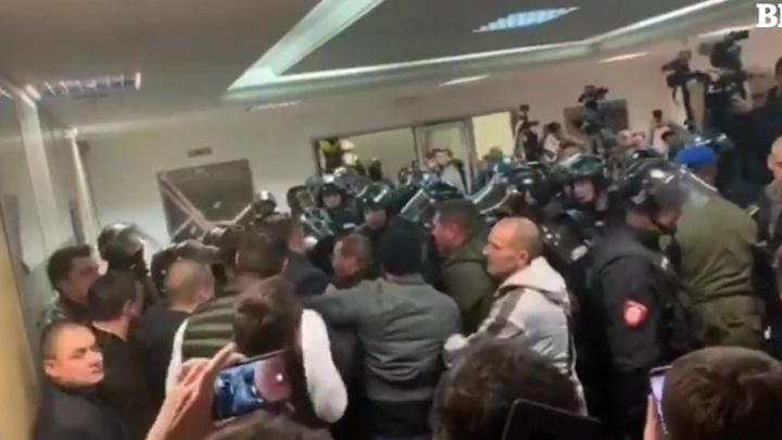 В Белграде начались беспорядки после антиправительственной акции