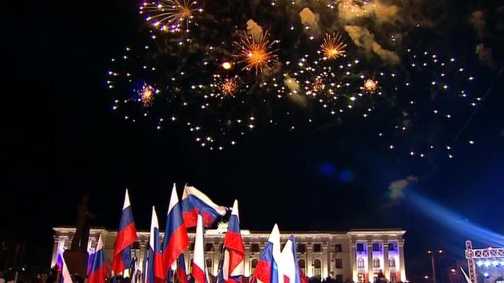 Воссоединение Крыма с Россией. Праздничный салют