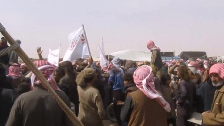 """Власти Иордании помогают беженцам покинуть лагерь """"Рукбан"""""""