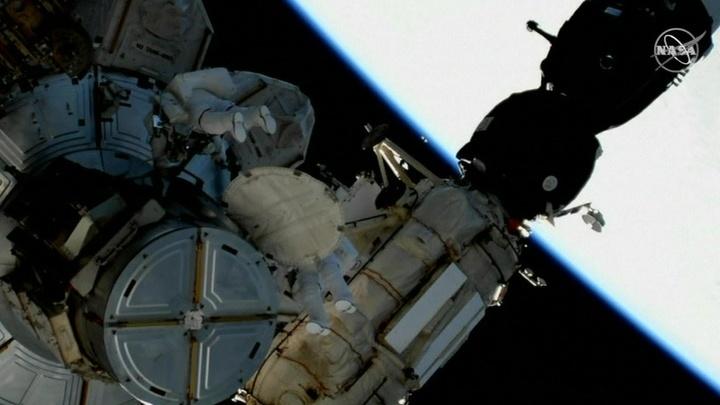 Американцы провели работы в открытом космосе на МКС