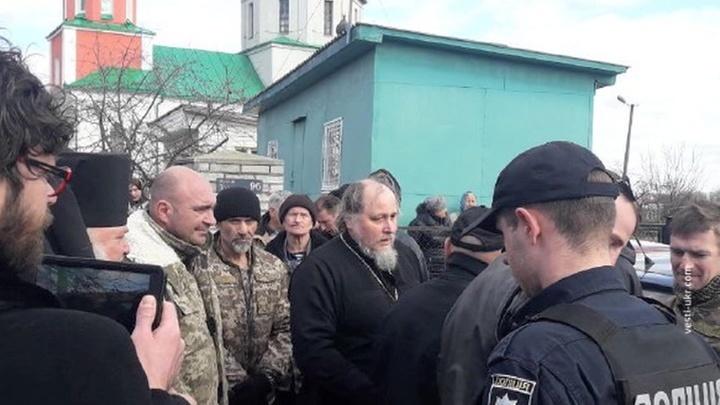 Битва за храм в Киевской области: полиция не вмешивается