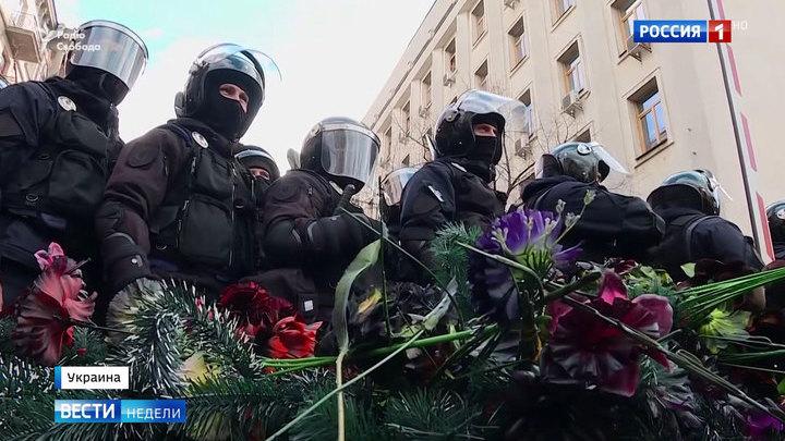 """Перед выборами украинцы устроили """"похороны действующей власти"""""""