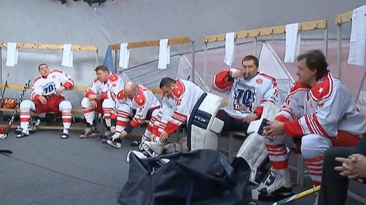 Звезды отечественного хоккея сыграли на юбилее в Ярославле товарищеский матч