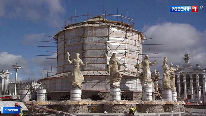 """Знаменитые золотые статуи фонтана """"Дружба народов"""" возвращаются на ВДНХ"""