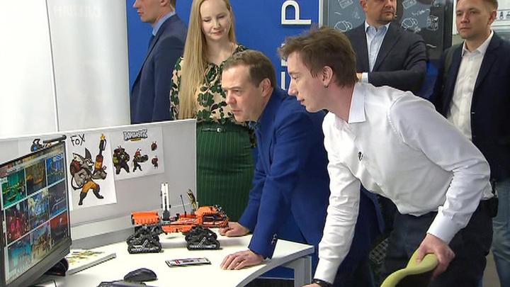 Медведев: правительство намерено и дальше развивать цифровую экономику