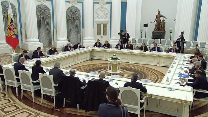Путин: мы все смотрели на горящий Нотр-Дам со слезами на глазах