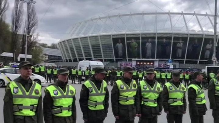 К барьеру! До встречи Зеленского и Порошенко на стадионе остаются считаные часы