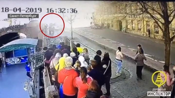 В Санкт-Петербурге BMW влетела в толпу людей