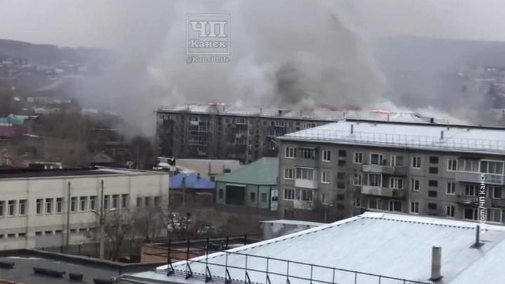 Пожар на крыше 5-этажного дома в Канске потушен: никто не пострадал