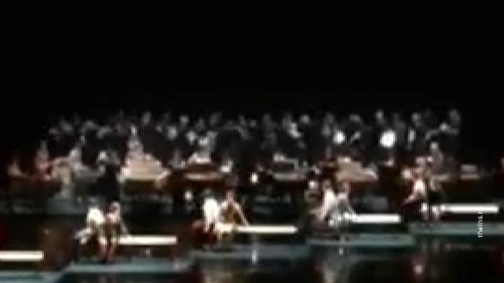 Мужской хор театра Станиславского упал на сцене, 20 человек пострадали