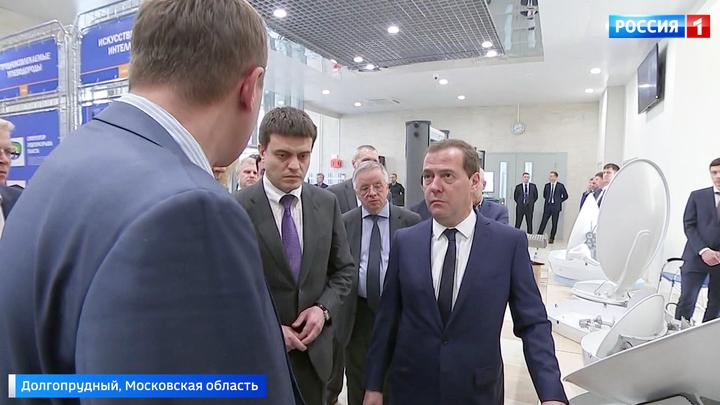 Премьер Медведев пообщался с молодыми учеными в МФТИ