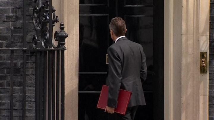 """В Британии уволен министр, призывавший Россию """"заткнуться"""""""