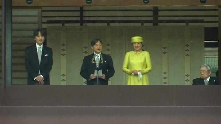 Император Нарухито обратился к Японии с благодарностью