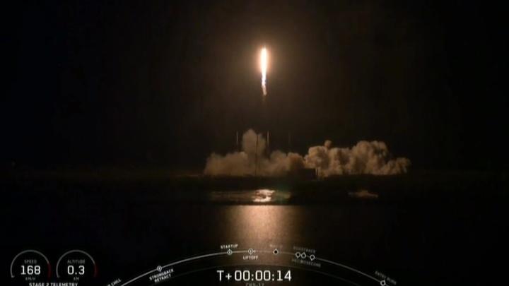 """""""Фэлкон"""" с космическим грузовиком Dragon стартовал к МКС"""